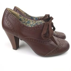 American Eagle Size 9.5 Brown Oxford Lace-Up Heels